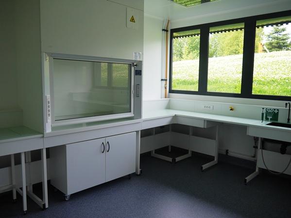 Un des dix laboratoires équipés de la pépinière