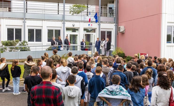 Dévoilement de la devise républicaine au collège La Roche aux fées de Retiers, le lundi 4 septembre