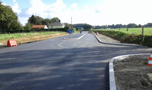 Une chicane à l'entrée de Villamée.